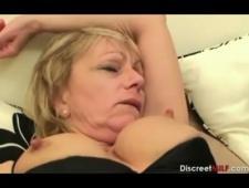 Сын трахает пьяную мать которая пришла к нему