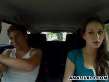 Бурный секс в машине со своей девушкой