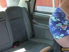 Таксист трахнул блондинку в микроавтобусе