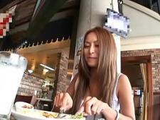 Азиатка ебется в сладкую киску