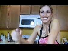 Женщины дрочат член коллекция видео