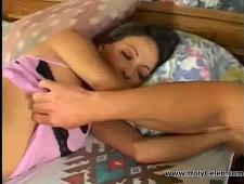 Сын трахнул маму пока она спала одна в постели