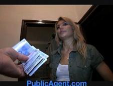 Блондинка взяла деньги и трахнулась