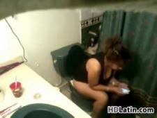 Установил в туалете камеру