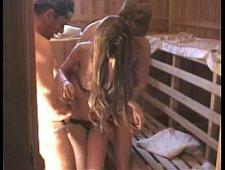 Трахаются в бане со шлюхой