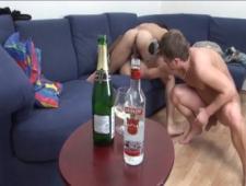 Накачали блонду алкоголем и потом пьяную ебут