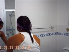 Скрытая камера в ванной комнате