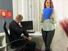 Шеф трахает секретаршу на столе