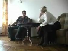 Молодчик всунул своей седой маман