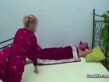 Рано утром после сна мама трахает сына