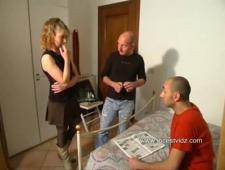 Муж с родным братом трахают жену