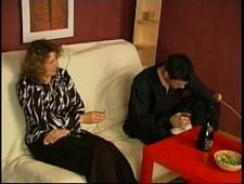 Пьяная мамка трахается с сыном