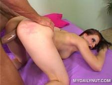 Девушка получает оргазм от активного секса