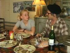Пьяный отец ебет дочь пьяную