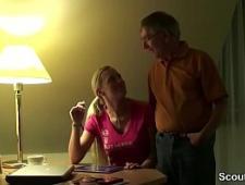 Дед трахает молоденькую внучку