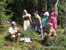 Групповуха в лесу