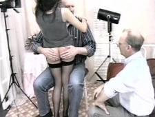Трахают девочку поочередно два старых мужика