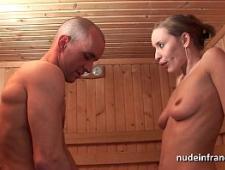 Молодая пара трахается как сумасшедшие в бане