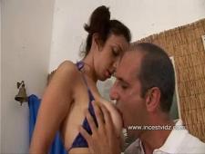 Итальянская девушка отсосала отцу