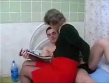 Бабушка дрочит внуку и потом ебется с ним