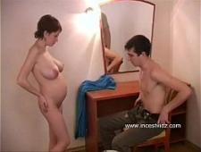 Мать дрочит сыну видео порно