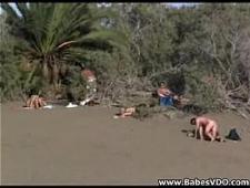 Нудисты трахаются на пляже