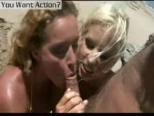Страстный брюнет трахнул на пляже сексуальных девочек