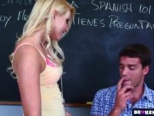 Препод сунул член в вагину распутной молодой студентке