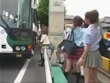 Развратные студентки развлекаются в автобусе