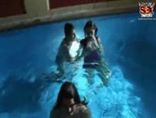 Студенты ночью пробрались в бассейн потрахаться