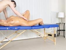 Трахнул зрелую женщину во время массажа