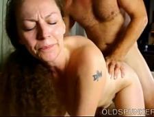 Мамка трахается со своим мускулистым сыном