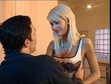 Девушка устроила секс вечеринку для любимого