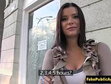 Молодая шлюха трахается в гостинице с клиентом