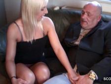 Старик трахает внучку блондинку