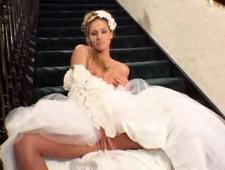 Бармен трахнул невесту страппоном за барной стойкой