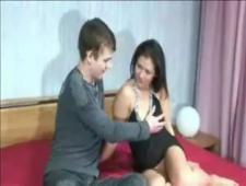 Мама учит сына дрочить и трахать свою телку