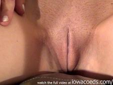 Мастурбирует киску и получат оргазм