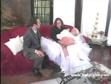 Перед церемонией друзья жениха поебали невесту