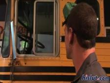 Трахает в автобусе молодую студентку