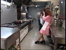 Выебал на кухне ресторана  посудомойщицу
