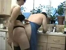 Жена строго воспитывает и трахает мужа