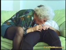 Любит зайти в гости к бабуле