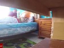 Скрытая камера у молодого человека в комнате