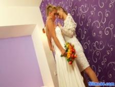 Невеста с подружкой оттрахали торчащий член в щеле