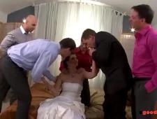 Толпой ебут невесту в ее первую замужнюю ночь