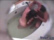 Мамка с своим бойфрендом трется в ванной