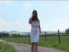 Дувушка заблудилась мужик показал дорогу но сначала облизал ее сиськи