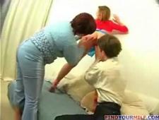 Сын трахает маму и сестру