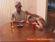 Отец выебал дочь после того как напоил